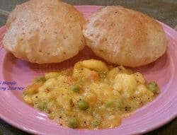 Poori Masala (Deep fried Indian bread with potato curry)