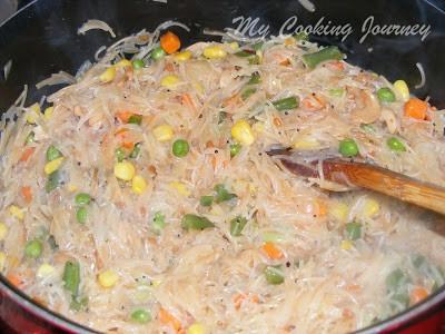 Cooked semiya upma with vegetables