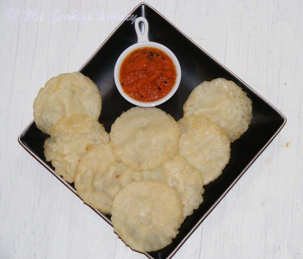 Vellai paniyaram and Milagai chutney  in plate