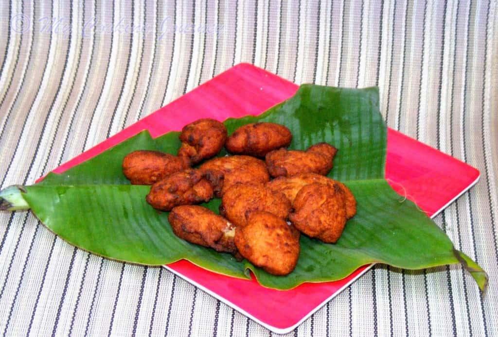 Tripura Koat Pitha in a tray