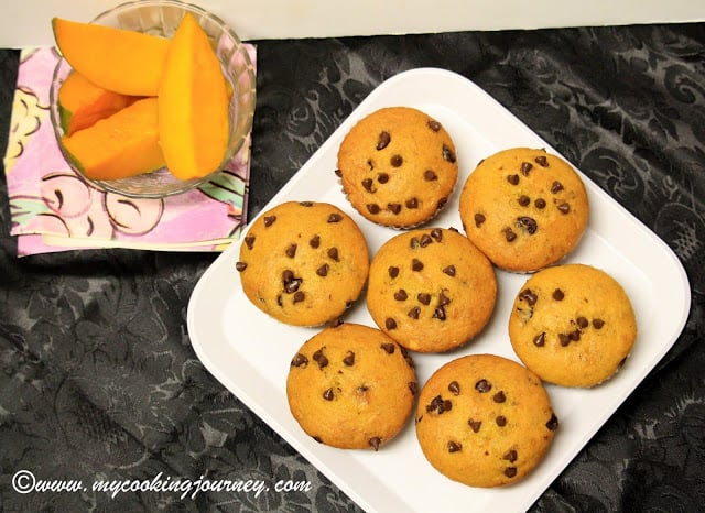 Mango and Chocolate chips Muffin
