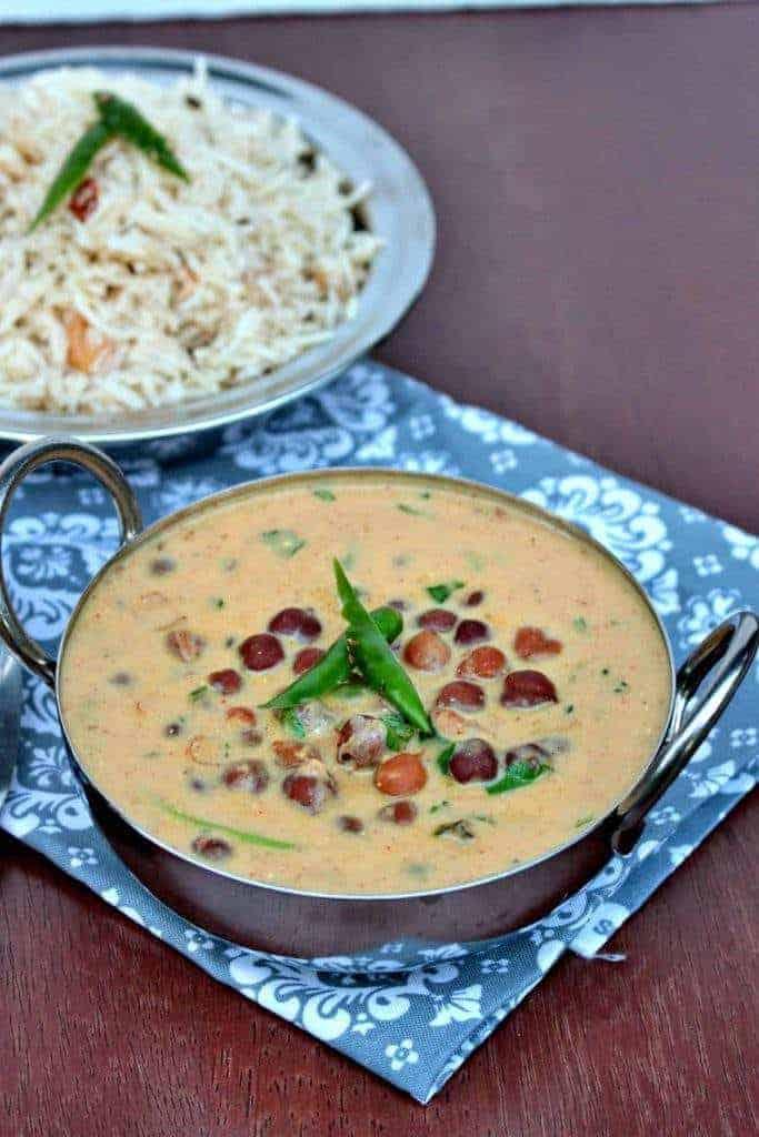 Jaisalmeri Chana | Black Chickpeas in Yogurt Gravy